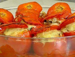 фаршированные помидоры в духовке с сыром